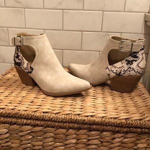 Madden Girl NWT pointed toe snake trim boots